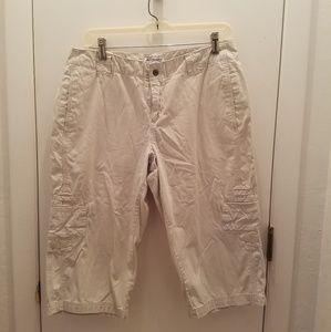 Columbia Sportswear Co. Khaki Capris size 10